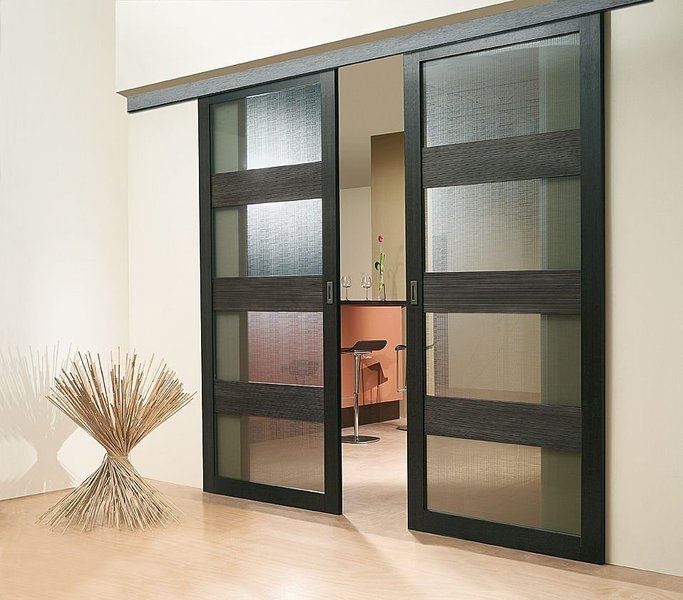 Stumdomos durys harmonizuoja jūsų namus