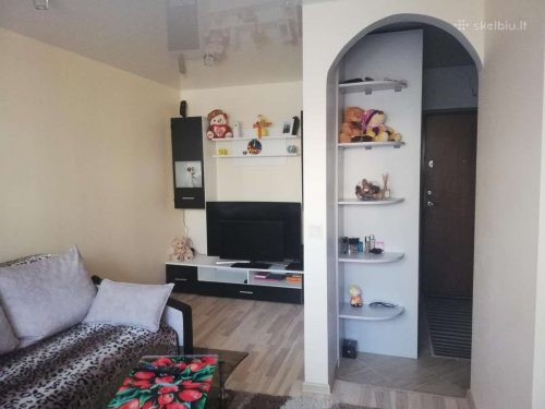 Parduodamas arba keičiamas su priemoka į 2 kambarių butą