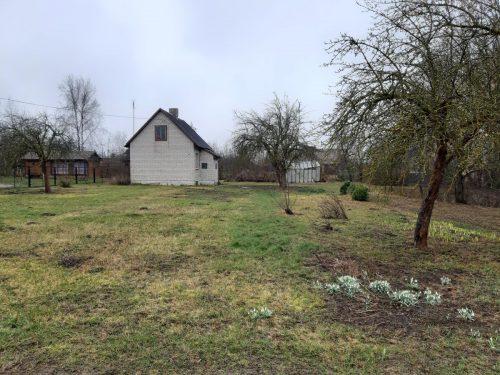 Parduodamas žemės sklypas su nameliu
