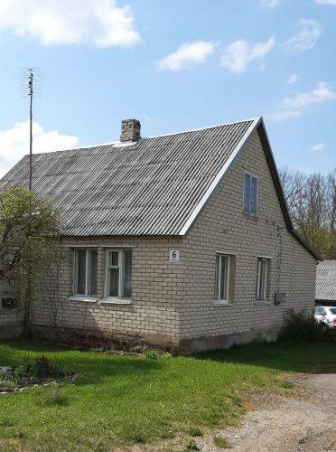 Parduomas namas