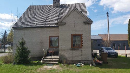 Klaipėdos rajone, Gargždų miesto centre parduodamas gyvenamasis namas